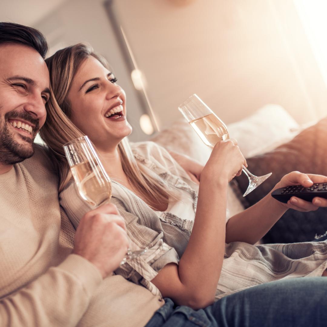 boldog pár aki jól adta el az ingatlanát
